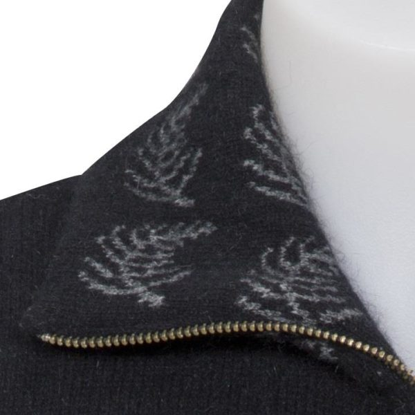 Black Collar Detail